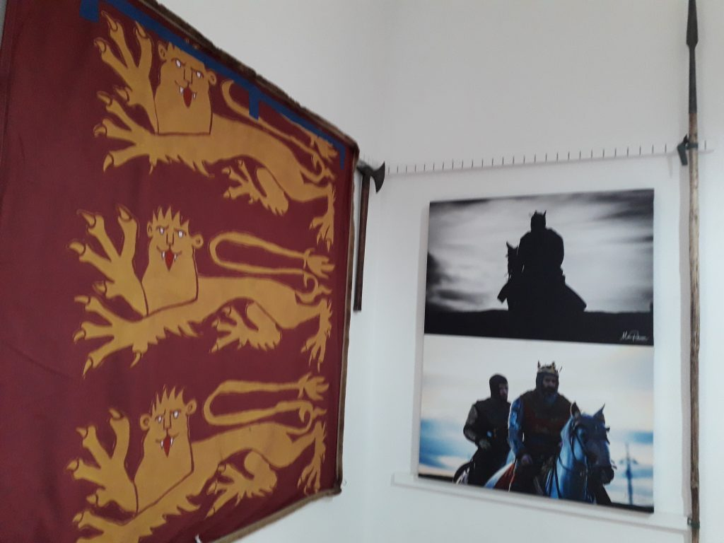 Flag and Outlaw King images